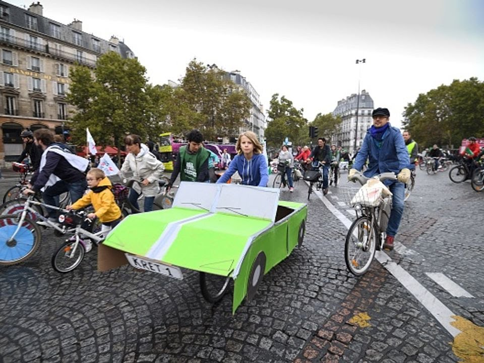Paris declares car-free day